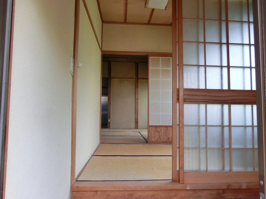 (こちらが、侃さんが入居される前の、玄関から見た家の中の様子です。)
