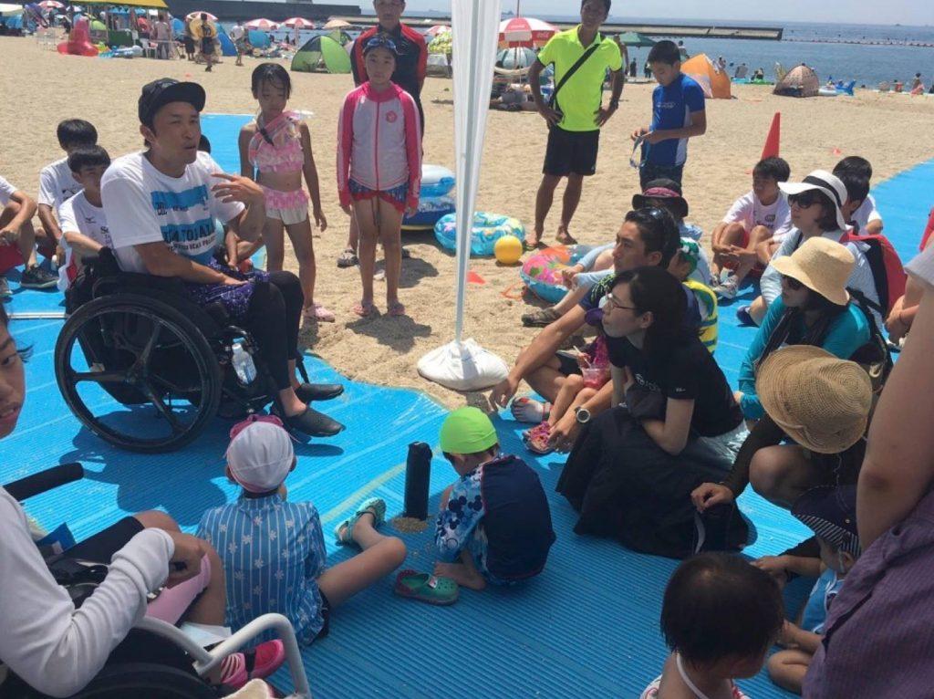 夏には、須磨海岸の海でasobi基地