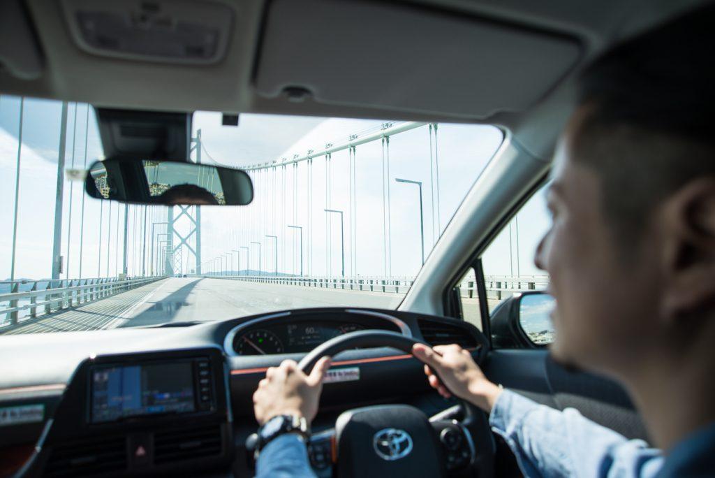 明石海峡大橋を渡る